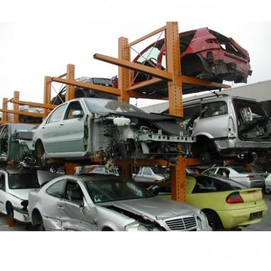 Stockage de voitures sur rayonnage cantilever